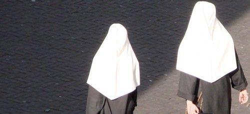 Bundesverwaltungsgericht: Kopftuchverbot bedeutet auch Verbot der Ordenstracht