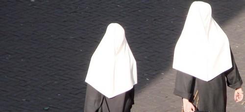 Kopftuchverbot bedeutet auch Verbot der Ordenstracht